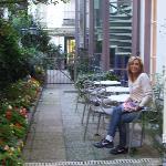 Patio del hotel, lugar de descanso, desayuno opcional, otros