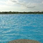 La piscina que tanto promocionan, muy bonita