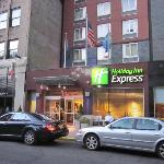 Entry to Holiday Inn Express on West 39th st.