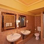 RIVERSIDE CITY HOTEL & SPA - Comfort Room Bath