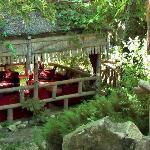 Gartenbereich mit gemütlichen Aufenthaltseinrichtungen