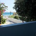 Utsikt fra verandaen på Roussos Beach Hotel