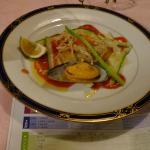 夕食の魚料理はアムール貝と赤魚のフランス料理