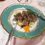 夕食の肉料理は写真を撮るのを忘れれ食べかけました