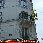 vista esterna dell'hotel:camere ad angolo tra rue audran e rue asbesses