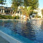 piscina di fronte al bar