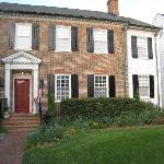 Applewood Colonial Bed and Breakfast