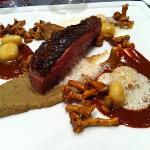 Plat aiguillette de canard aux girolles et foie gras