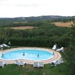 vue de la chambre (et de la piscine de l'hôtel)