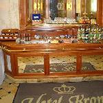 Sala colazione: uno dei tavoli buffet