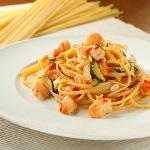 Spaghetti with prawns and zucchini