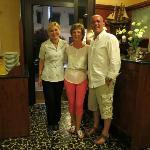 На ресепшн, прощаемся с гостеприимными управляющими отеля Антонеллой и Франческо