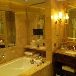 bathroom rm 932
