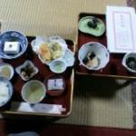 ごま豆腐・高野豆腐・野菜のてんぷら・もずく酢・大豆と昆布の酢の物・お漬物・ぶどう