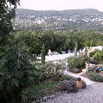 "vue de ""notre"" terrasse avec piscine en contrebas"