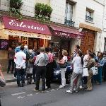Ice cream shop Berthillon... note the lines