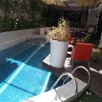 La (mini) piscine et son bar/restaurant