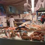 Etal de poissons au marché de Concarneau