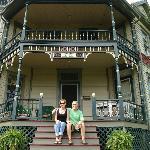 ingang en Kellee en Mike, de eigenaren