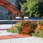 un des arceaux de couleur et plantes du même ton :-)