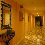 ホテルの廊下(部屋の入口)