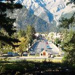 Vista del pueblo de Banff 10 minutos andando desde el hotel