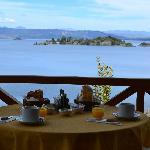 Desayuno en el deck de las cabañas para parejas