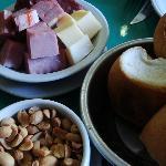 Picados de embutidos e queijos para acompanhar a cervejinha!!