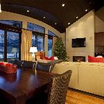 4 bedroom penthouse living room