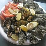 Assiette fruits de mer à 12 euros au resto à la piscine