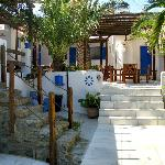 The central yard of Alexandros Mykonos apartments
