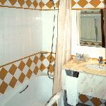 Bathtub with plastic curtain