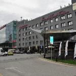 Фасад отеля и парадный вход