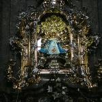 Imagen del Niño Jesús en su urna de cristal