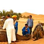 砂漠の奥地へ向かう