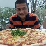 This gigantic Pizza is 50cm in diameter , good to share with 6 hungry folks .....beer please !!