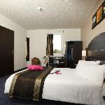 Chambre PMR.www.hotels-akena.com
