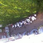 Utsikt från vårt rum. Frukost-utegård