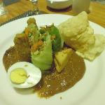 Never before I saw 'gado-gado' styled this way