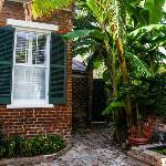 cottage 7 courtyard
