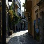 Dintorni: la strada su cui si affaccia Casa Moazzo