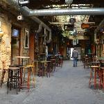 Dans un bar de ruines