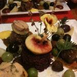 médaillons de cerf, foie gras et garniture