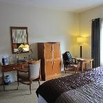 deluxe room-desk, tv, sitting