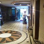 Lobby (à esquerda, o restaurante)