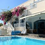 Breakfast & pool area