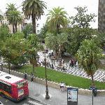 Vista della piazza antistante l'hotel