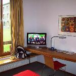 TV am Schreibtisch