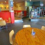 Breakers cafe & bar dinning area