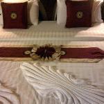 Lamai Inn 99- A nicely decorated bed